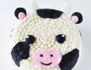 Whip up this coolest cow for your future rancher | 10 Adorable Animal Cakes Part 2 - Tinyme Blog