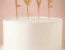 L-O-V-E this romantic cake topper | 10 Adorable Cake Toppers - Tinyme Blog