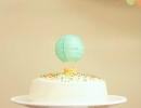 Lovely Hot Air Balloon cake topper | 10 Adorable Cake Toppers - Tinyme Blog