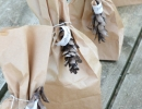Grugal and environmentally friendly gift bag | 10 Beautifully Wrapped Presents - Tinyme Blog