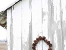 Beautiful DIY pinecone wreath | 10 DIY Christmas Wreaths - Tinyme Blog