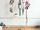 Organic and modern macrame plant suspensions | 10 DIY Vertical Gardens - Tinyme Blog