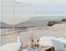 Beach picnic | 10 Dreamy Picnic Set Ups - Tinyme Blog