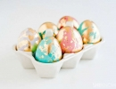 Fancy Golden Marbled Easter Eggs | 10 Easter Egg Decorating Ideas - Tinyme Blog