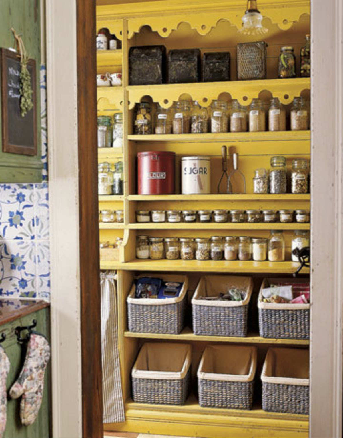 10 inspiring pantry designs tinyme blog for Country kitchen pantry ideas