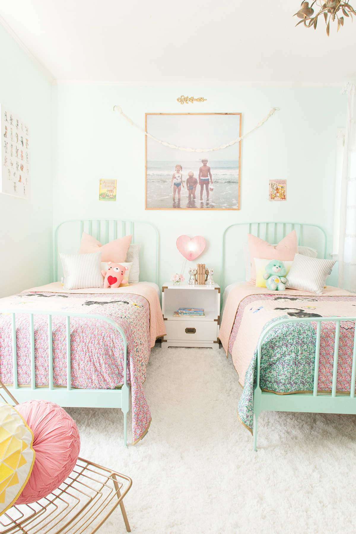 Cozy nooks with lovely punch of color 10 pretty pastel girls rooms tinyme blog