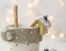Fabulous mini gingerbread house   10 Scrumptious Christmas Cookies - Tinyme Blog