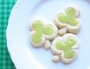 Shamrock Triple Thumbprint Cookies | 10 St. Patricks Day Lucky Food Ideas - Tinyme Blog