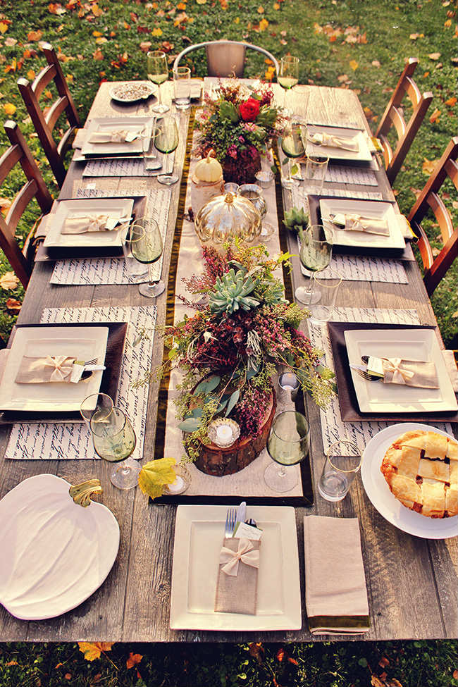 10 thanksgiving table settings tinyme blog - Thanksgiving dinner table decorations ...
